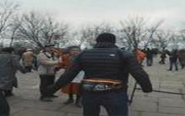 "Активисты ""Азова"" напали на пенсионеров"