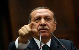 Эрдоган прямо указывает на место
