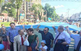 Меджлисовцы в Киеве с флагом