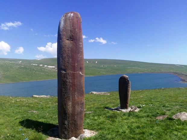 Вишапы - мифологические камни5