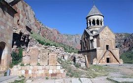 Хачкары - армянские каменные кресты