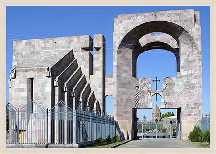 Открытыйй алтарь и врата св. Григория Просветителя