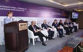 Керолайн Кокс: Армения может