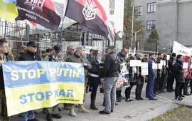 У посольства РФ в Киеве прошли две акции