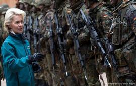 Министр обороны ФРГ призвала Трампа к жесткости
