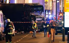 В центре Берлина грузовик въехал в толпу