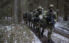 Зачем НАТО сдерживать Россию?