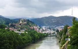 Российские туристы штурмуют Грузию