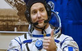 Французский астронафт в открытом космосе