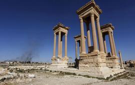 ИГ уничтожили фасад Римского театра