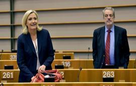 Европарламент принял решение снять иммунитет