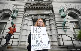 Приостановка миграционного указа Трампа