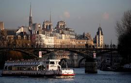Париж недосчитался 1,5 миллионов