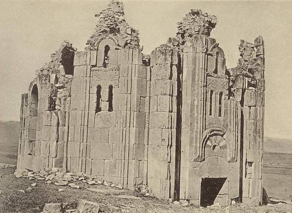 вид восьмигранной церкви, глядя в сторону южного входа