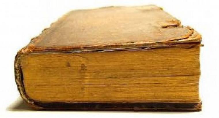 Первый книжный салон в мире, который занимался продажей книг, был открыт в Риме в 1-ом веке до нашей эры армянином по имени Тиран.