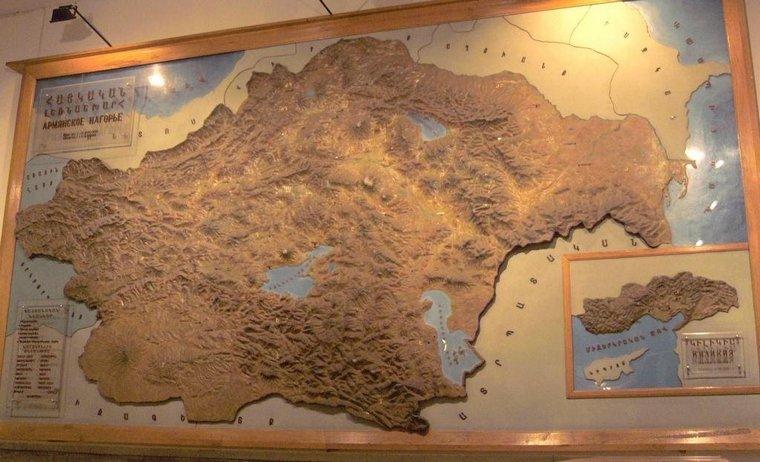 Армения – это одна из древнейших стран мира. Она расположена на Армянском нагорье. В древности делилась на 3 крупных региона: Великая Армения, Малая Армения, Срединная страна (Гамирк). Великая Армения занимала центральные, восточные, южные регионы и некоторые провинции западного региона.