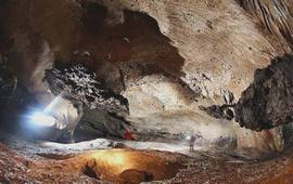 Раскопки в Азохской пещере