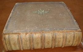 Студент колледжа в США нашел редкую Библию с картой Великой Армении (ВИДЕО)