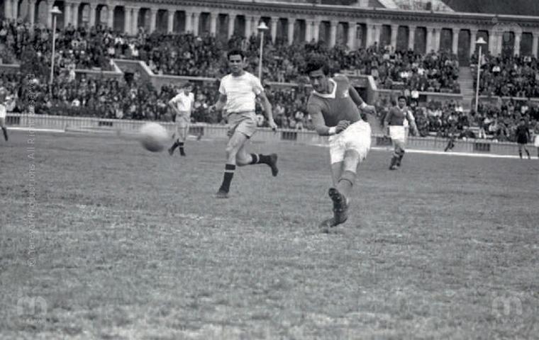 Он не носил громких званий и не завоевывал престижных международных трофеев. Он не был ни чемпионом, ни обладателем Кубка СССР. Кумир болельщиков, один из самых ярких футболистов Армении за всю ее историю - Саркис Овивян.