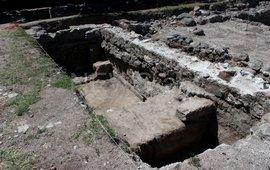 Раскопки в церкви на склоне горы Арагац
