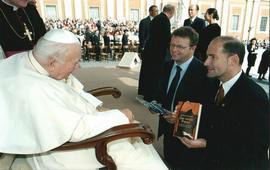 Архивы Ватикана открывают правду