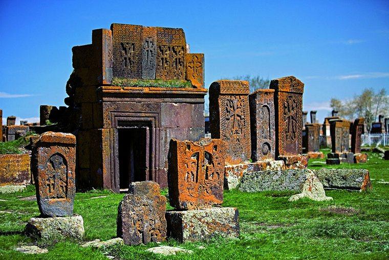 Картинки по запросу Армения: Норатус - кладбище древних хачкаров. Отзыв о Севане.