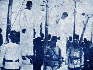 Фотография 1915 года. Турция депортировала две трети армянского населения, многие были убиты или погибли от голода в пути.