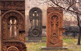 Армянский крест на могильных плитах армии США