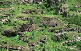 В Армении десятки тысяч гротов и пещер