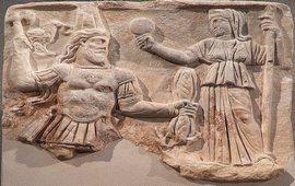 Почему римский Бог носит тиару армянских царей!