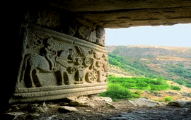 Древние пещерные жилища Армении