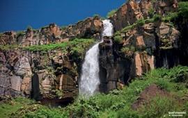 Каменный родник на горе Арагац - Армения
