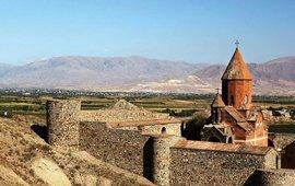 Британский актер в фильме о красотах Армении