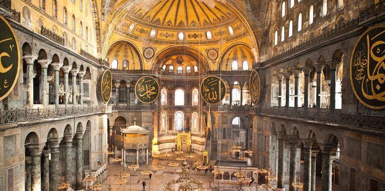 """Для одного из активистов турецкой партии """"Саадат"""" во внутреннем убранство Святой Софии нет ничего особенного. Но Бог сказал отобрать."""