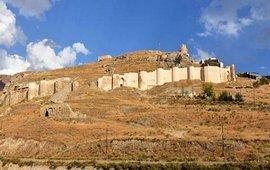 Турки представляют армянскую крепость как турецкую