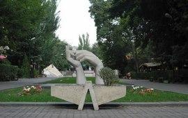 Памятник Руки Дружбы