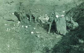 Фото немецких военных позирующих с останками армян