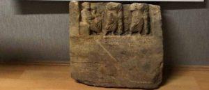 Найдена древняя надгробная плита
