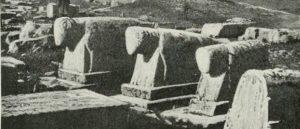 Фотография древних надгробий