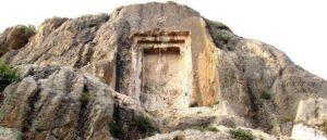 «Дверь Мгера» в утесе Акравукар