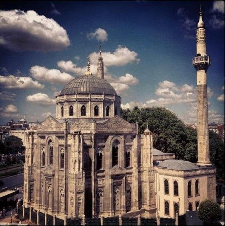 Мечеть Пертевниял Валиде Султан 1869—1871 годы Архитектор-Саркис Бальян