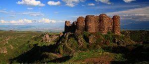 Крепость Амберд на склоне горы Арагац