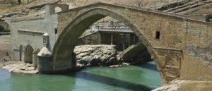Знаменитый мост на реке Батман