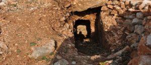 Древние пещерные гробницы