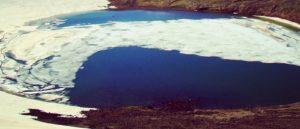 Вулканическое озеро на горе Аждаак