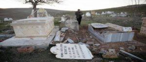 В Саусне разрушают могилы Езидов