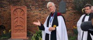Хачкар в саду Кентерберийского Собора