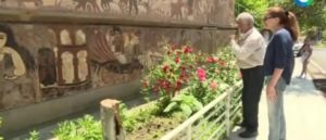 Удивительная мозаика на стенах дома