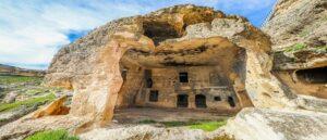Древние пещеры Хасун в Тигранакерте
