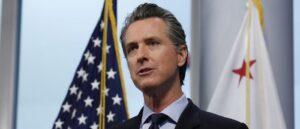 Губернатор Калифорнии осуждает вандализм